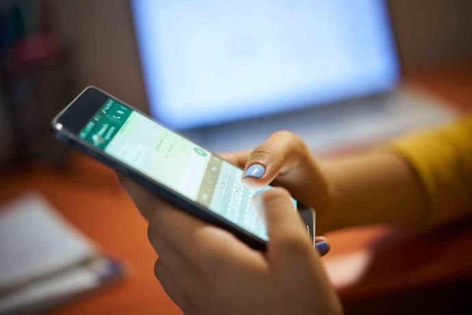 read whatsapp group messages without sender knowing