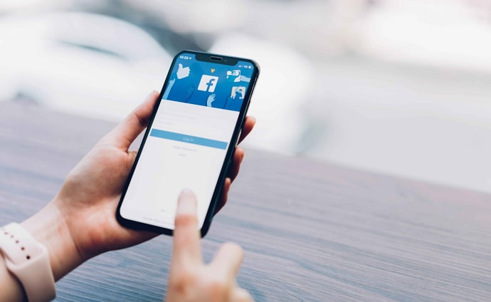 see if someone is online on facebook without being friends
